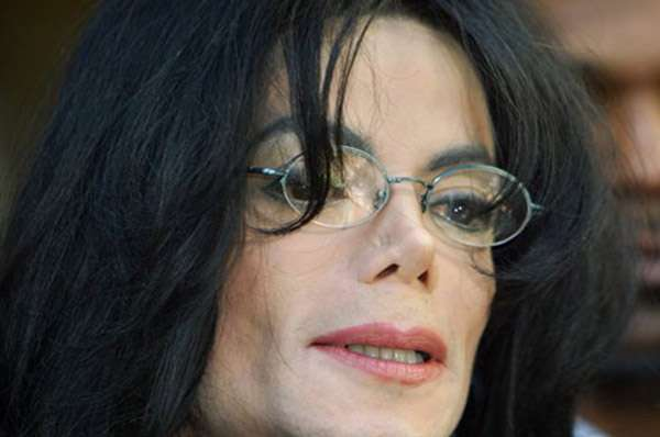 Filme sobre os últimos dias de Michael Jackson ganha trailer