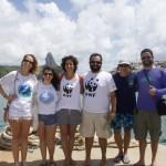 Família Schurmann (à direita), junto a representantes do WWF-Brasil e da ONG Golfinho Rotador  © WWF-Brasil