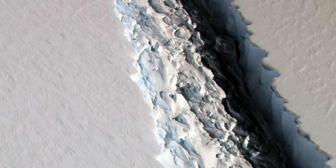 Um dos maiores icebergs já registrados se desprende na Antártida