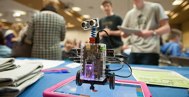 São José dos Campos: jovens são desafiados em torneio de robótica