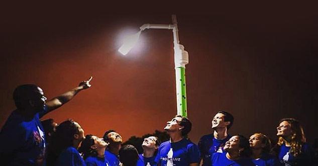 Projeto leva postes solares para comunidades menos favorecidas