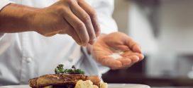 Projeto obriga restaurantes a indicarem alimentos com alta concentração de cloreto de sódio