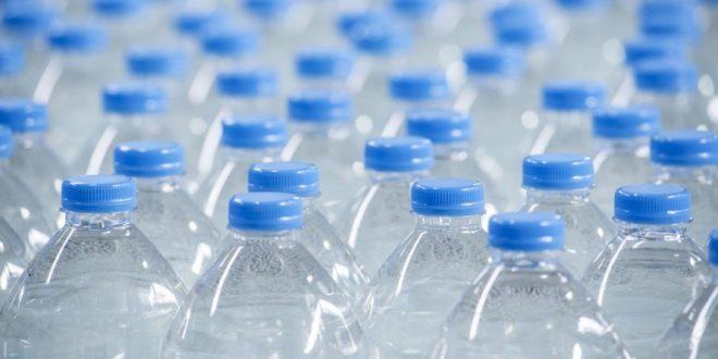 Resultado de imagem para agua com microplasticos