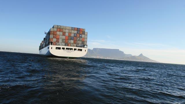 Acordo internacional prevê redução em 50% das emissões poluentes no transporte marítimo