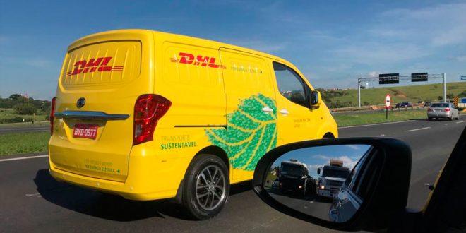 DHL utiliza carros elétricos para distribuição de produtos no Brasil