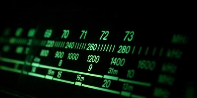 Carros elétricos põem fim ao longo reinado da rádio AM