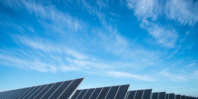 Incentivos à fonte solar fotovoltaica na Califórnia são exemplo para autoridades brasileiras, aponta ABSOLAR