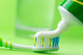 Estudo indica que cremes dentais não resolvem sozinhos erosão e hipersensibilidade dos dentes