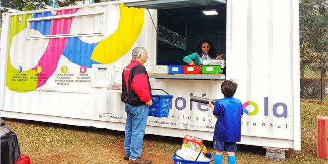 Conheça a Molécoola, loja que permite trocar recicláveis por benefícios
