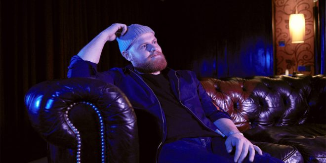 "Tom Walker disponibiliza lyric video de ""Angles"""