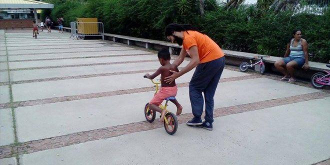 Aromeiazero leva atividades gratuitas com bicicletas para crianças em três bairros de São Paulo